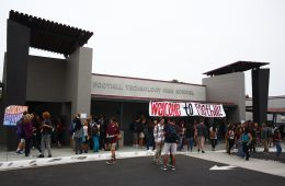 Students mingled at the front of school early Tuesday morning, awaiting the bell to begin 1st period and the new school year. Credit: Aysen Tan/The Foothill Dragon Press