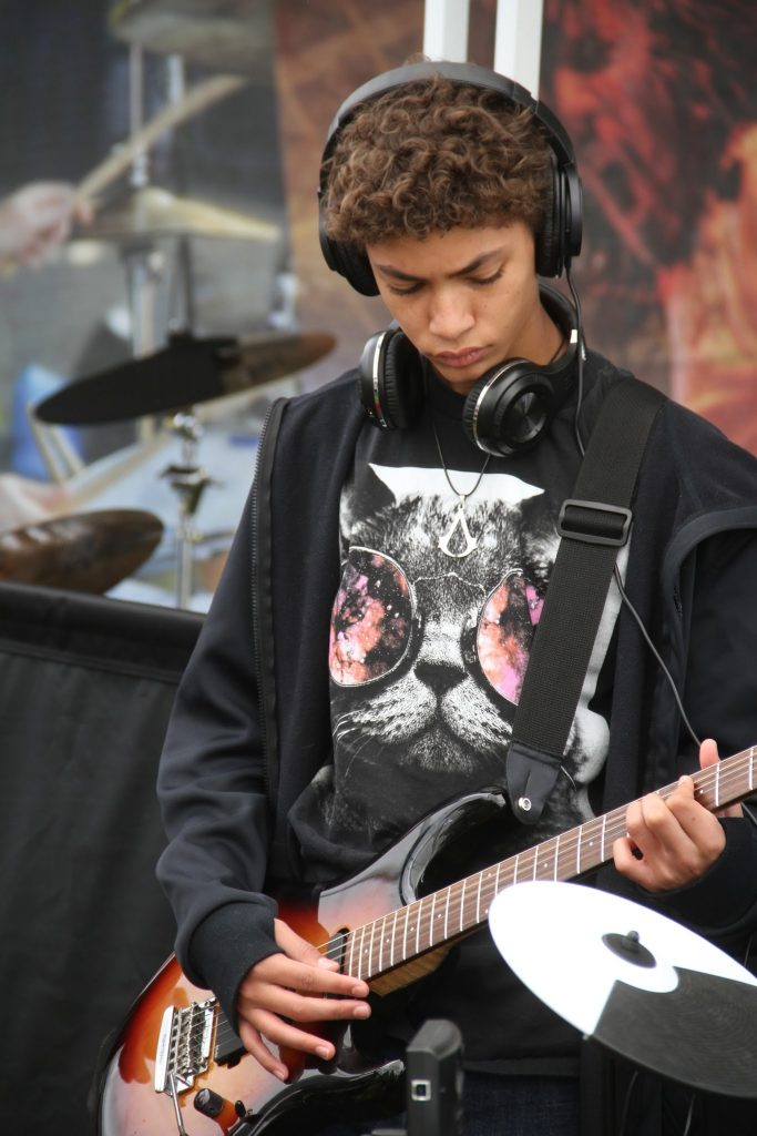 Students had the opportunity to try out different musical instruments. Credit: Kazu Koba/The Foothill Dragon Press