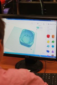 A D-Tech students design their 3-D printed boat. Credit: Grayson McCoy/The Foothill Dragon Press
