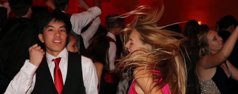 Blythe Blakeman '19 and Darren Wu '19 dance the night away. Credit: Olivia Sanford / The Foothill Dragon Press