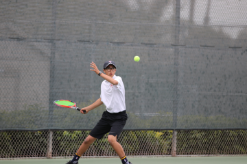 Ethan Wang '20 with his eyes on the ball. Credit: Olivia Sanford / The Foothill Dragon Press