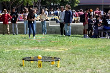 Foothill students kick the school year off with games at lunch. Credit: Olivia Sanford / The Foothill Dragon Press