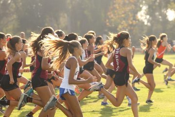 Seconds after the beginning of the Girls' JV and Varsity race. Credit: Claire Renar / The Foothill Dragon Press