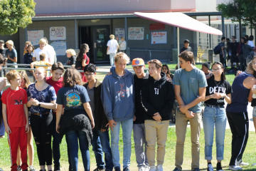 Students gather in quad to participate in WE clubs questionnaire. Credit: Muriel Rowley / The Foothill Dragon Press