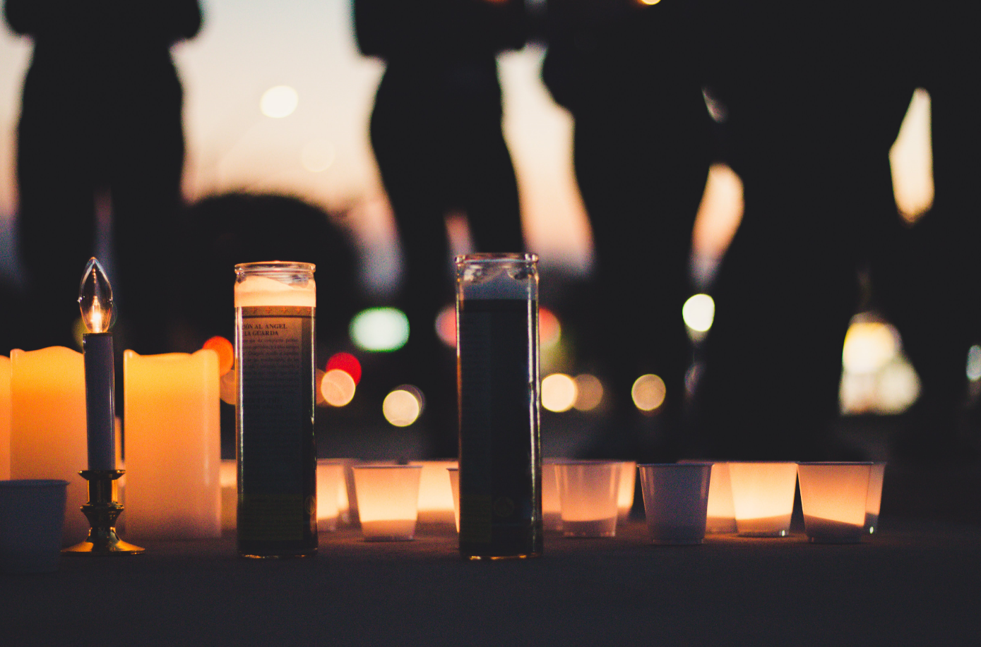 A group of candles were placed at the base of the United States flag to pay tribute to the lives lost in Thousand Oaks, Ca. Credit: Stefan Fahr / The Foothill Dragon Press