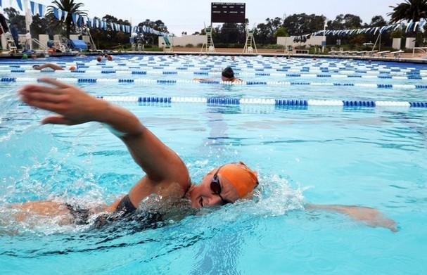 Ventura College swimmer trains for the summer season. Credit: Chris Waechter/The Foothill Dragon Press.