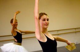 Foothill junior Shaena Singer often studies ballet at the Oakley Ballet Center in Ventura for over 10 hours a week. Credit: Cassandra White.