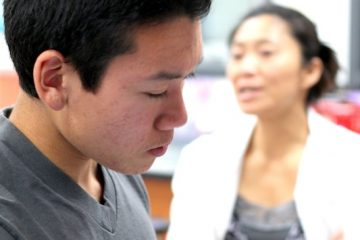 Junior Norint Tung works on a lab in Medical Technology, the second course in the BioScience Academy, while teacher Mika Anderson instructs students. Credit: Josh Ren/The Foothill Dragon Press