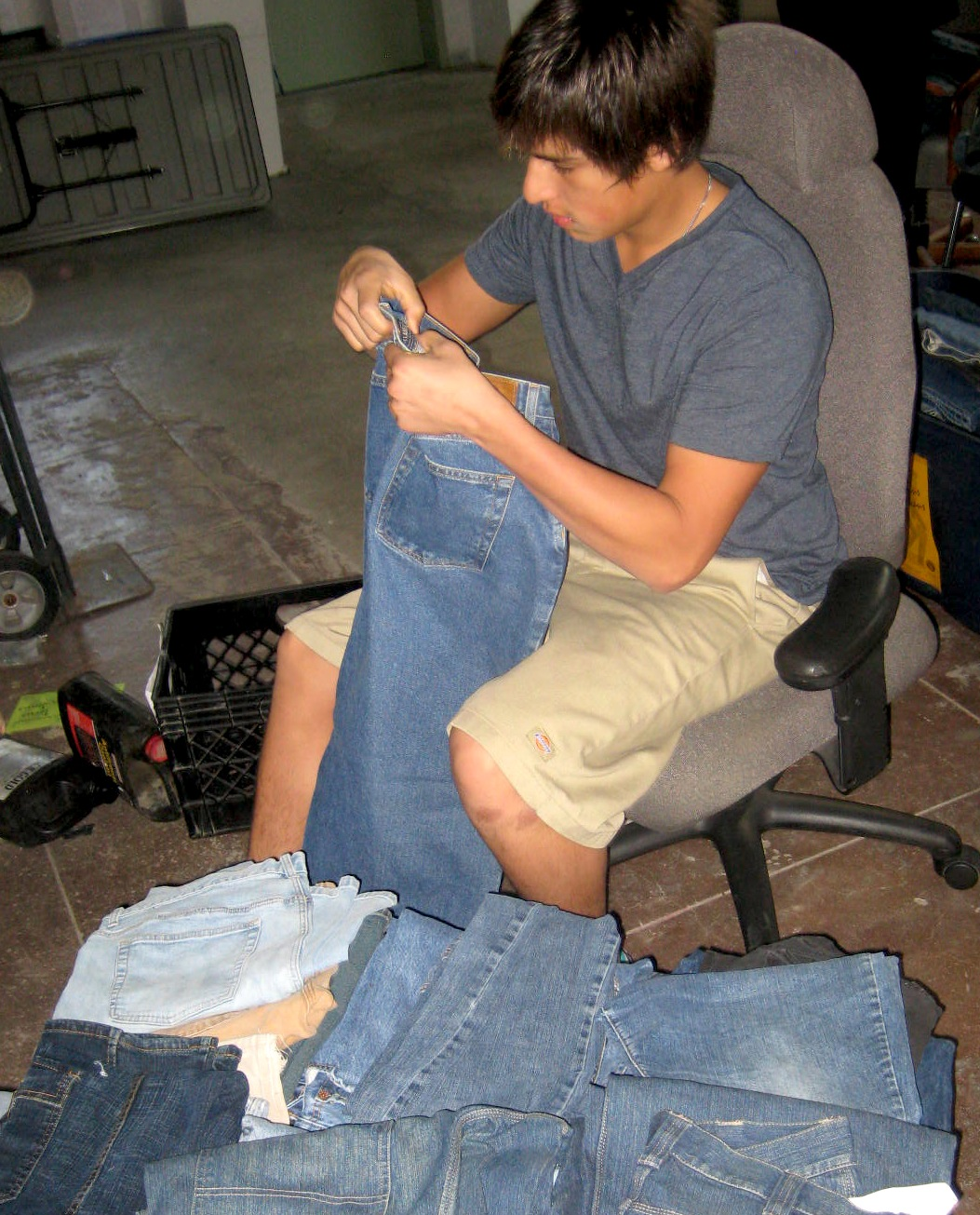 Collect jeans for homeless teens