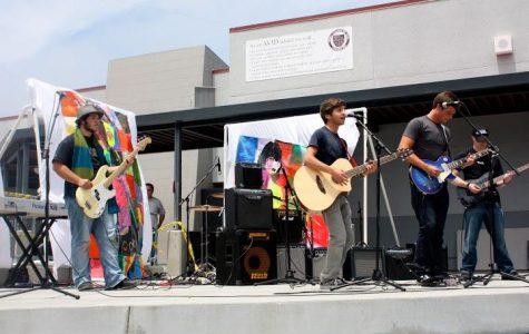 Air Guitar rocks campus on a warm spring day (49 photos)