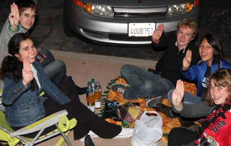 "Students ""hungry"" for action at midnight premiere of ""The Hunger Games"" (12 photos)"