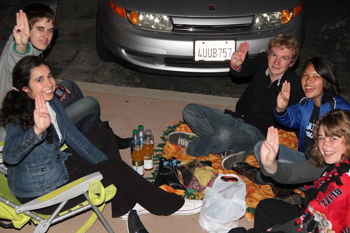 Students hungry for action at midnight premiere of The Hunger Games (12 photos)