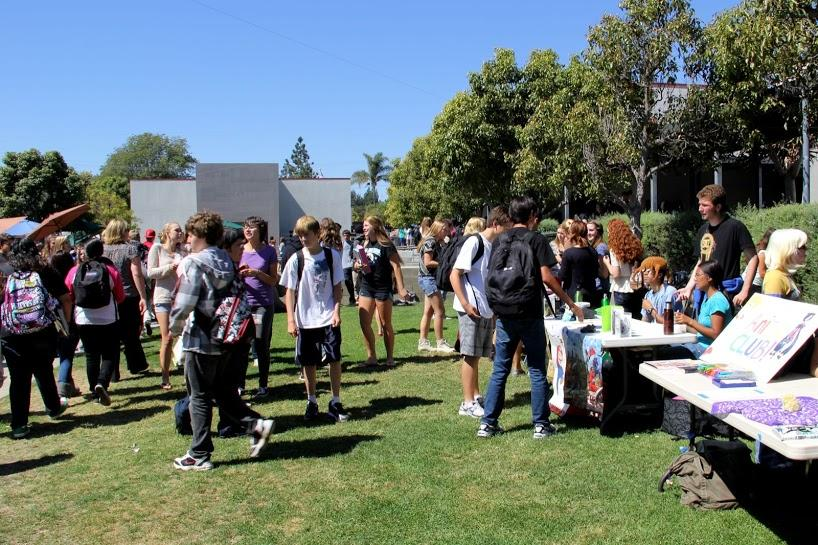 Old, new clubs recruit students at Club Rush (8 photos)