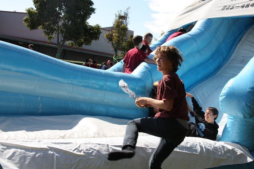 Students celebrate academic achievements under the sea (58 photos, video)
