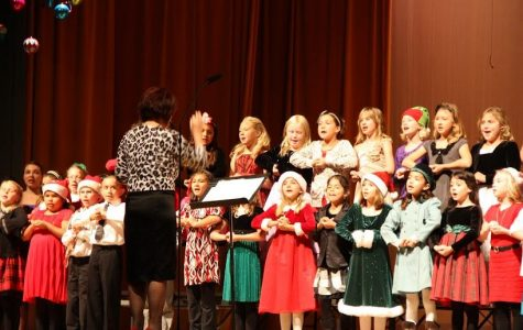 "Ventura students sing, dance and ""share the joy"" at holiday performance (30 photos)"