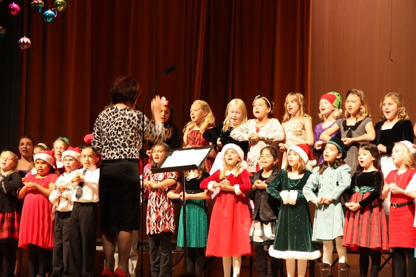 Ventura students sing, dance and share the joy at holiday performance (30 photos)