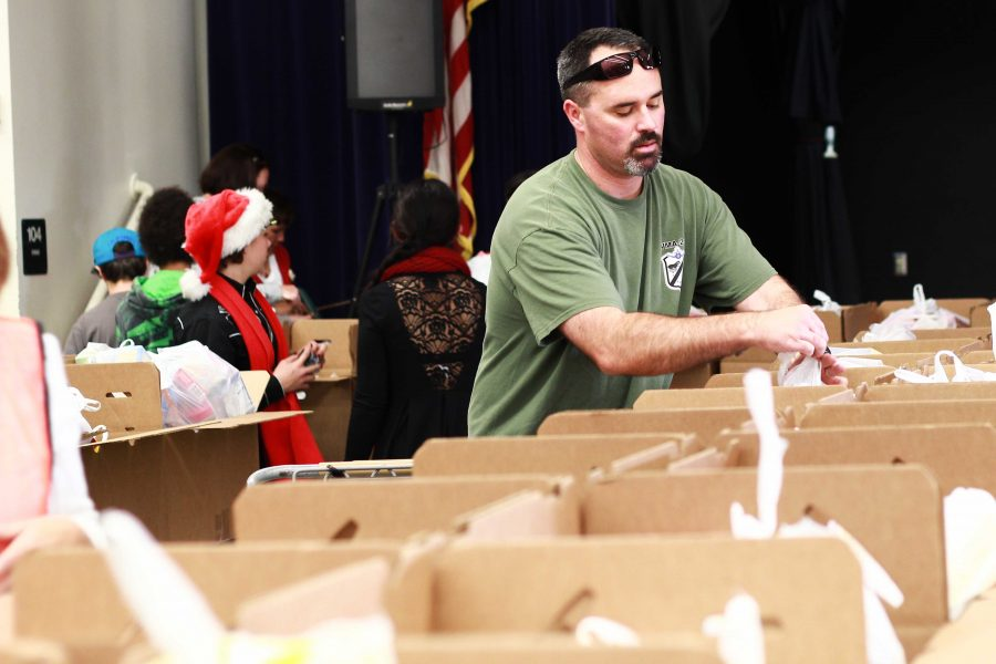 Ventura Unified School District volunteers packed boxes on Friday to give to families who need a holiday meal. Credit: Josh Ren/The Foothill Dragon Press