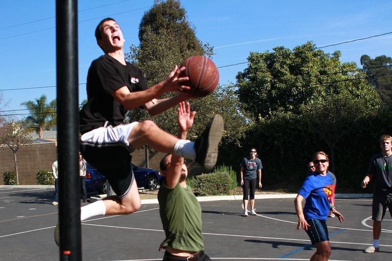 Student intramural basketball team beats staff 9-6 (40 photos, video)