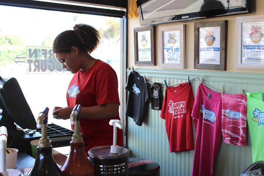 Freshman Zele Sparks works at Surf N Yogurt. Credit: Carrie Coonan/The Foothill Dragon Press