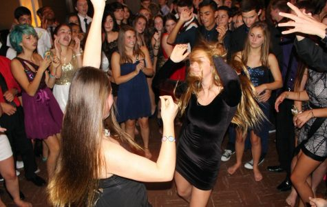 "Students ""kick off Sunday shoes"" at Winter Formal 2014 (25 photos)"
