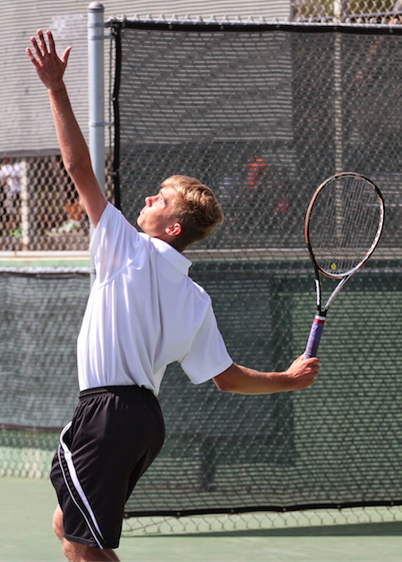 Sophomore C.J. Haberbush prepares to hit the ball. Credit: Sarah Kagan/The Foothill Dragon Press