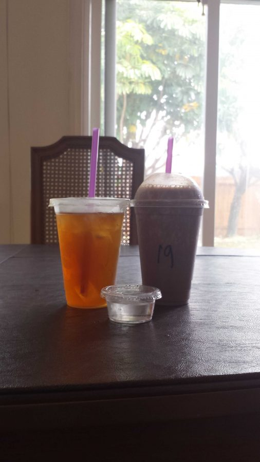 A meal replacement shake and a rehydrating iced tea from The Good Life. Credit: Sunset Flores/The Foothill Dragon Press