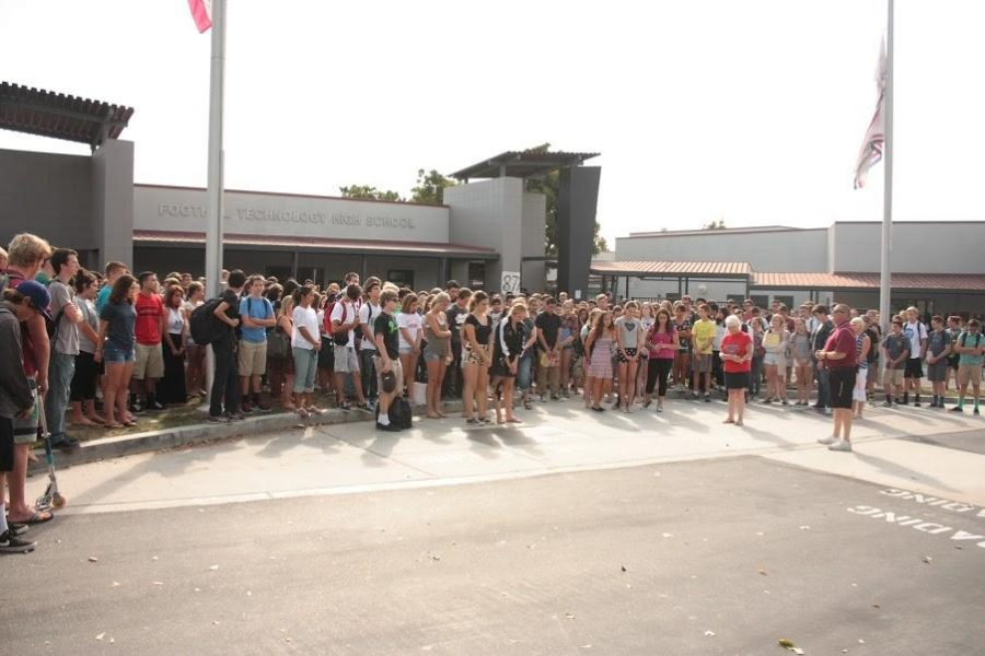 Students+gathered+outside+the+school+on+Friday%2C+Sept.+11+to+recite+the+Pledge+of+Allegiance.+Credit%3A+Grace+Carey%2FThe+Foothill+Dragon+Press
