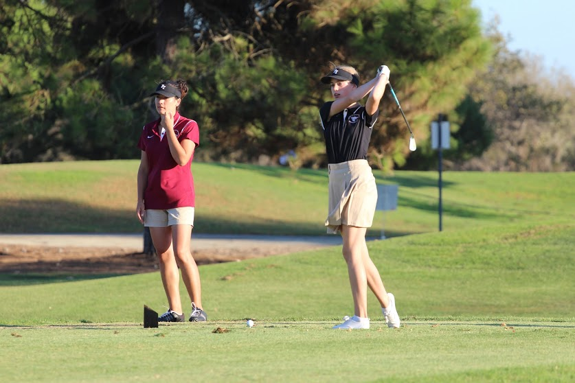 Freshman Elizabeth Callahan (right) swings as Coach Janey Dunn (left) coaches. Credit: Carrie Coonan/The Foothill Dragon Press