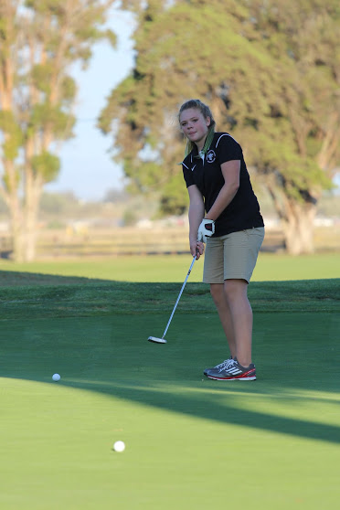Sophomore Kyleigh Zickafoose puts the ball. Credit: Carrie Coonan/The Foothill Dragon Press