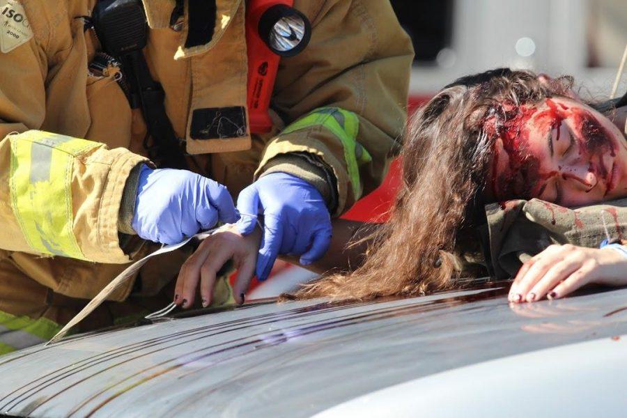 E15M+Day+One%3A+Car+crash%2C+%22dead%22+students+vividly+paint+dangers+of+drunk+driving