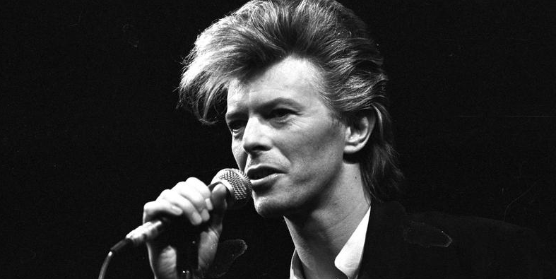 """David Bowie says his final farewell with """"Blackstar"""""""