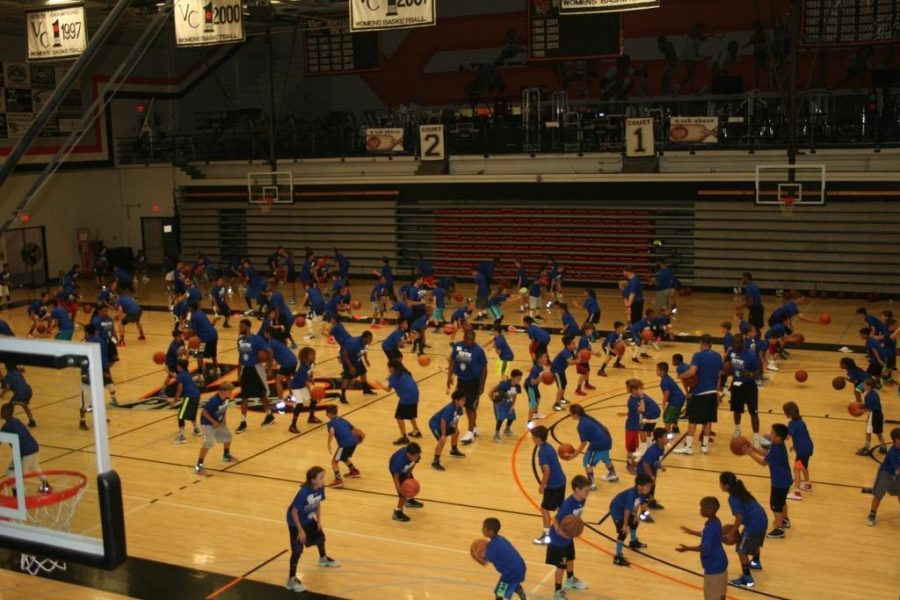 Rising NBA star Seth Curry hosts Ventura camp