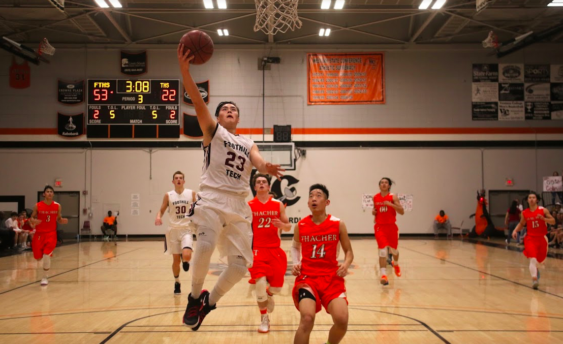 Boys' basketball claims league title at final home game, progresses to CIF