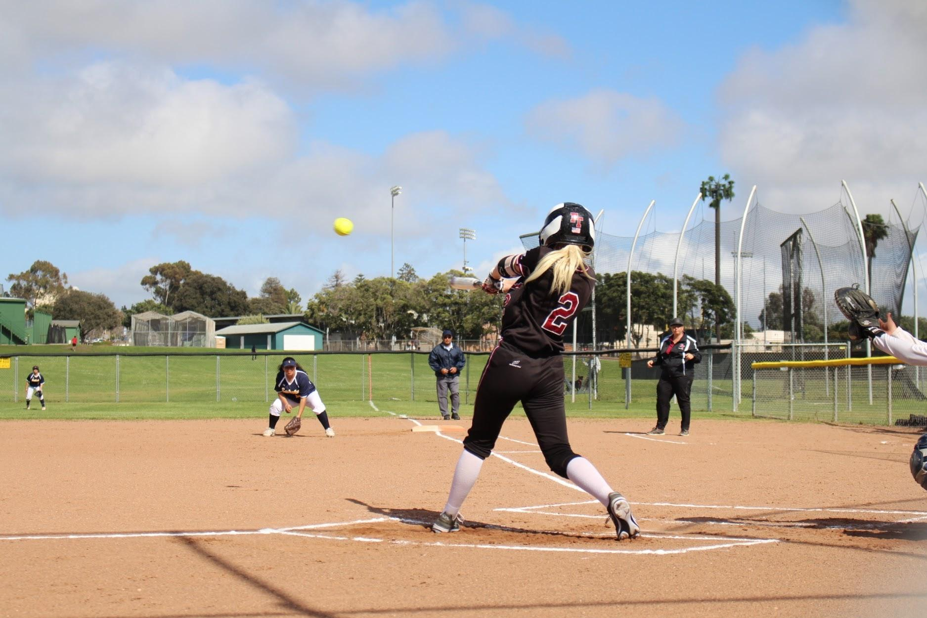 Girls' softball falls to Santa Clara 3-5