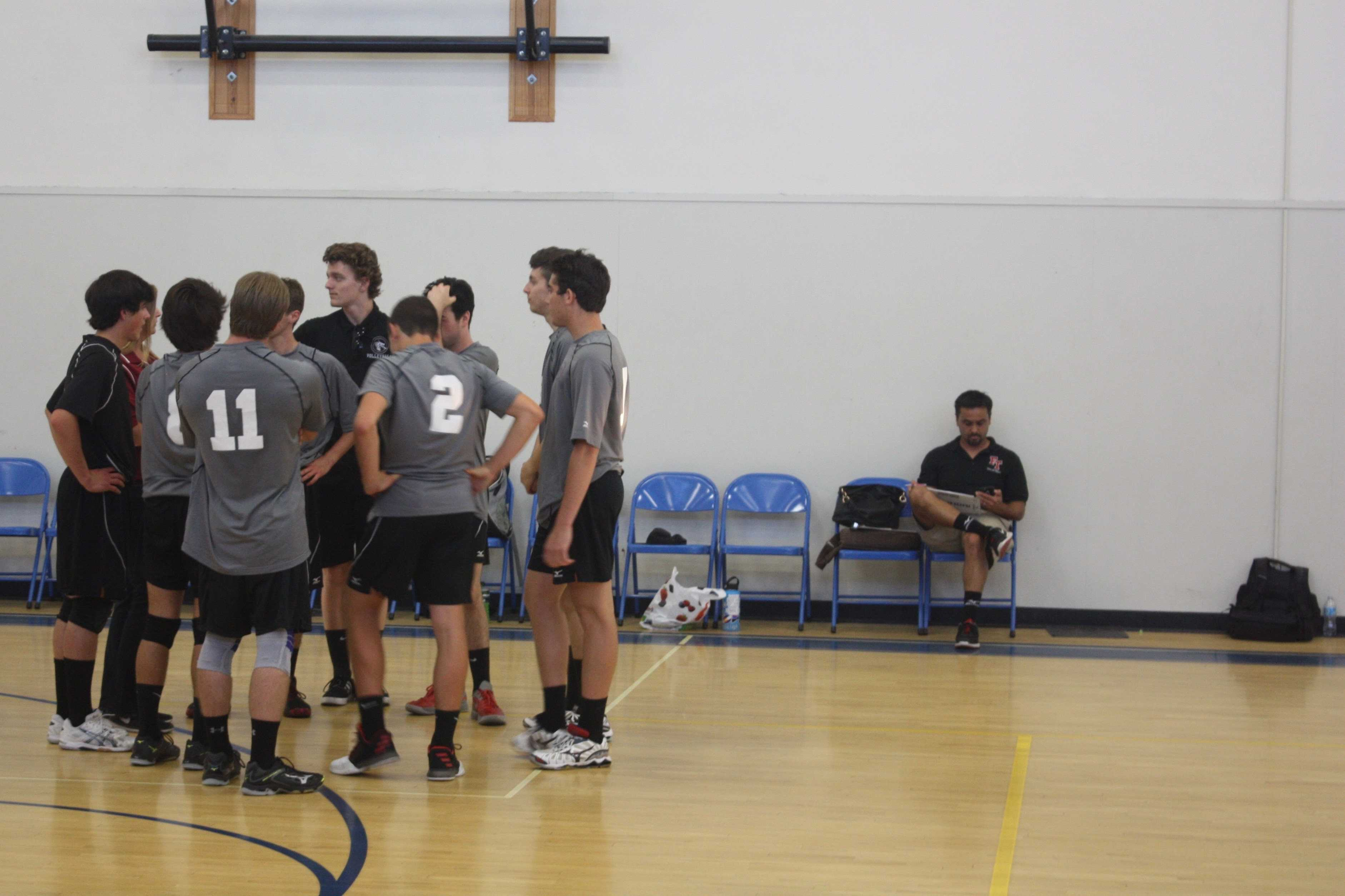 Boys' volleyball overwhelms Laguna Blanca in non-league match