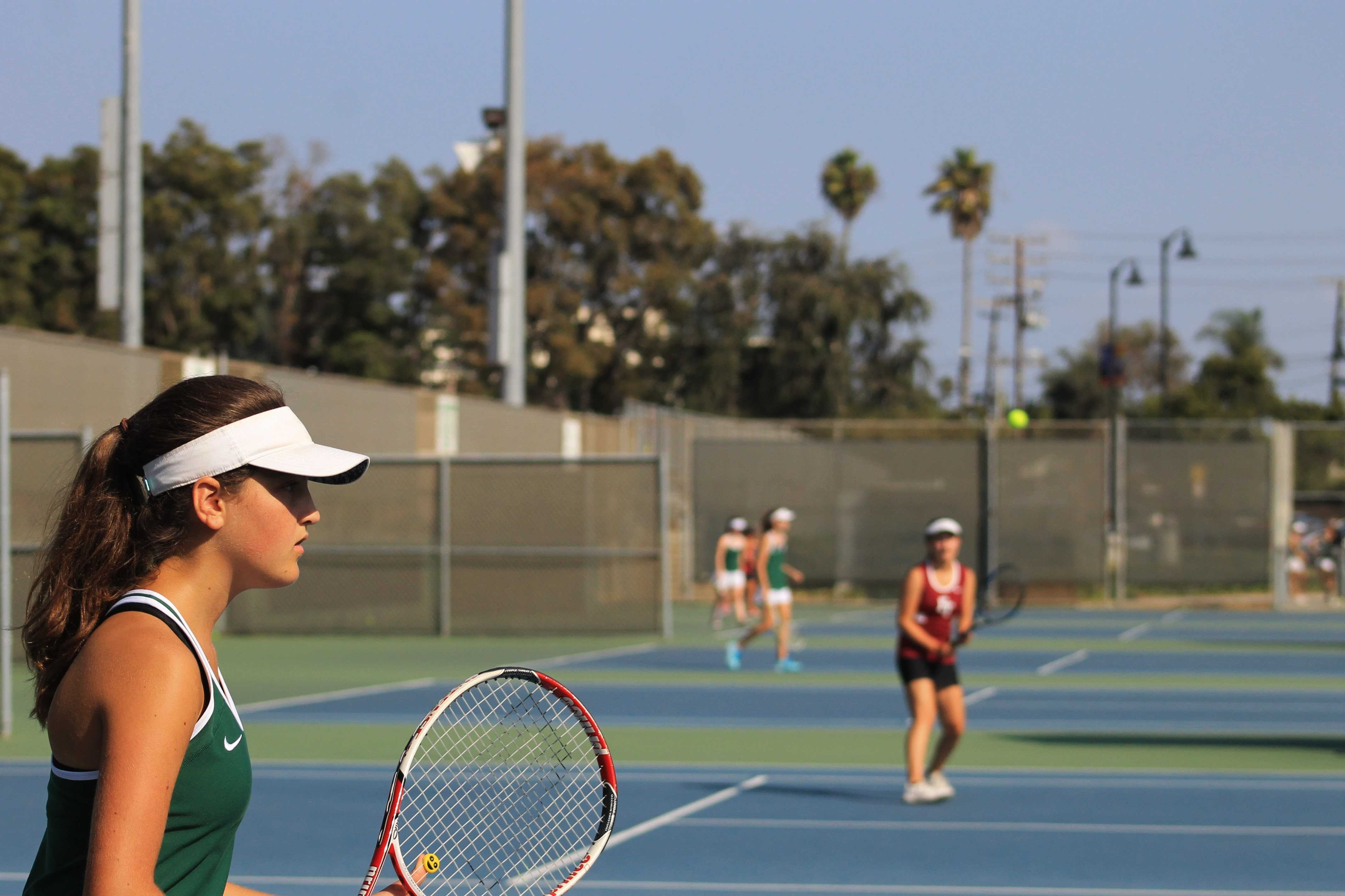 Girls' tennis conquers La Reina in first league game, 11-7