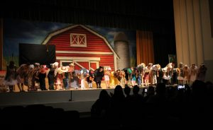 "Ventura High School brings the barnyard to life in ""Charlotte's Web"""
