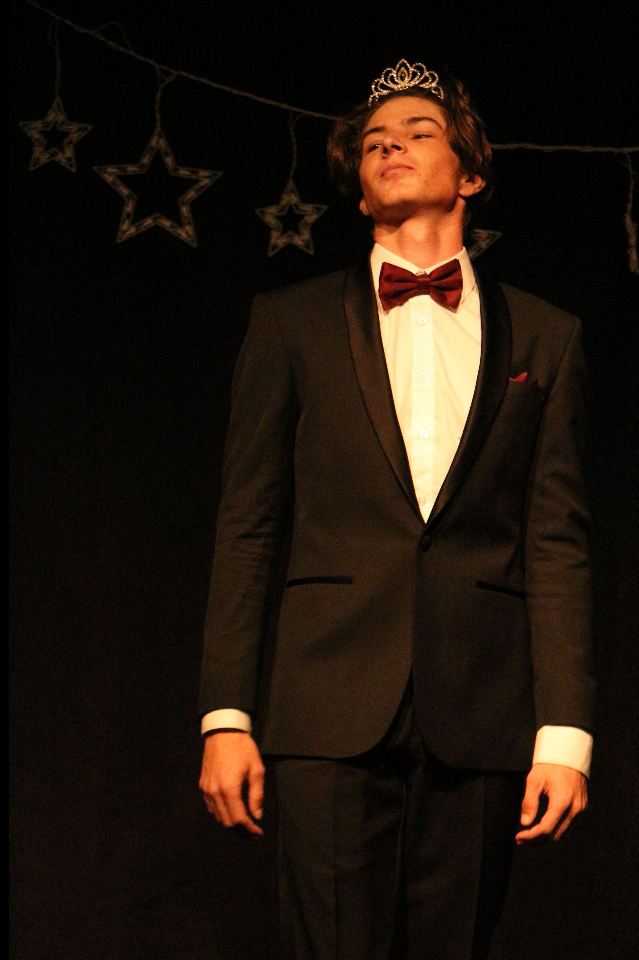 Sean Ward '18 was crowned Mr. Foothill 2018. Credit: Jason Messner / The Foothill Dragon Press