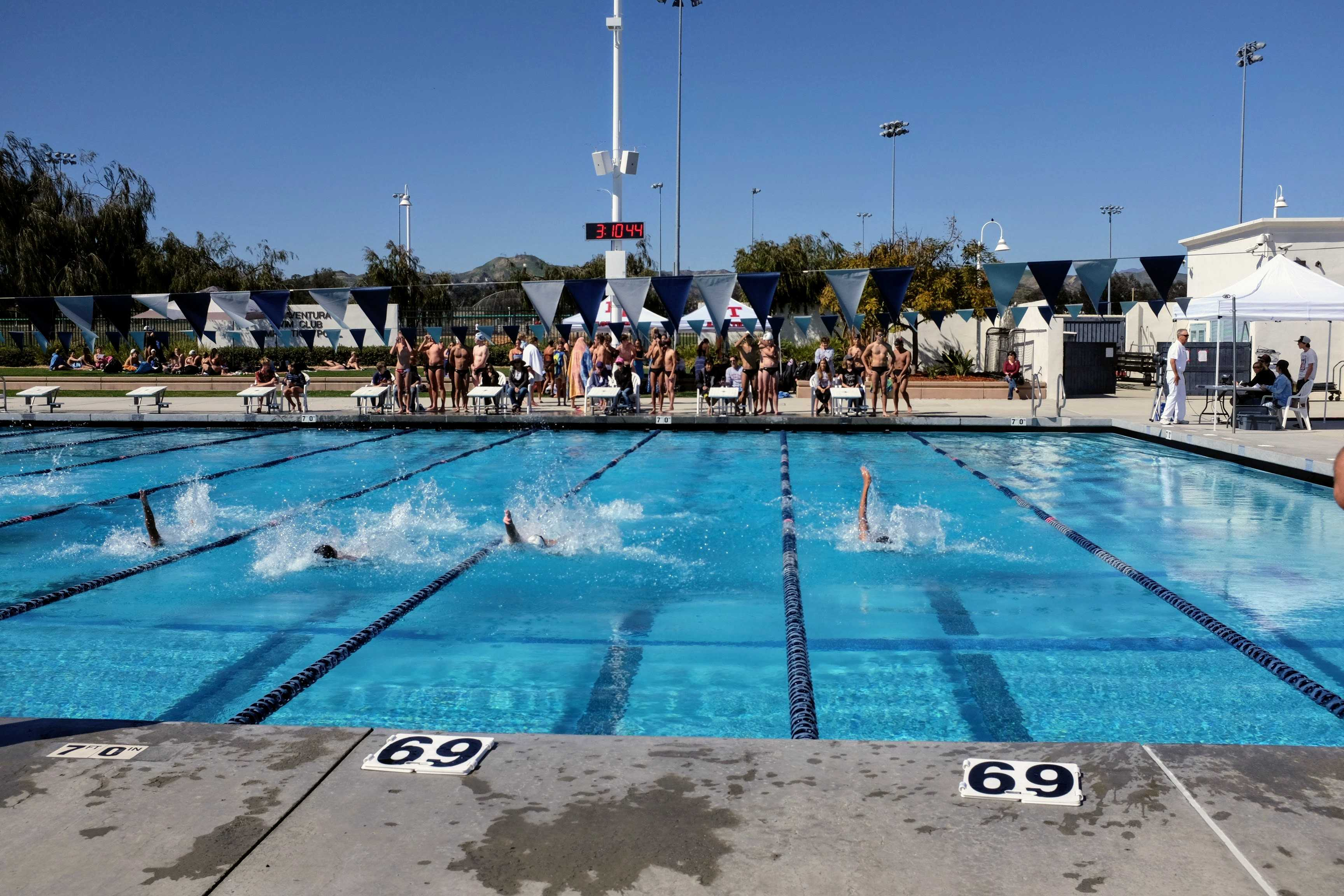 The first lap of the men's backstroke. Credit: Gabrialla Cockerell / The Foothill Dragon Press.