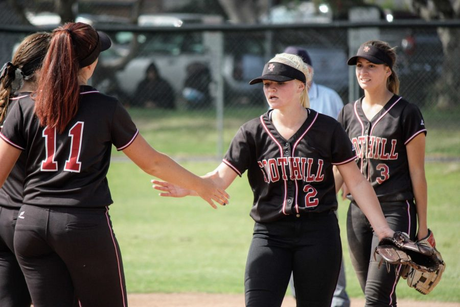 Jamie+Dietz+%2719+and+Jade+Iannacone+%2718+high+five+at+the+top+of+the+inning+before+they+play+outfield.+%0ACredit%3A+Gabrialla+Cockerell+%2F+The+Foothill+Dragon+Press.