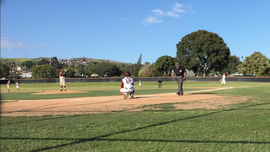 The+Dragons+warm+up+for+defense+before+an+inning.+Credit%3A+Nick+Zoll+%2F+The+Foothill+Dragon+Press