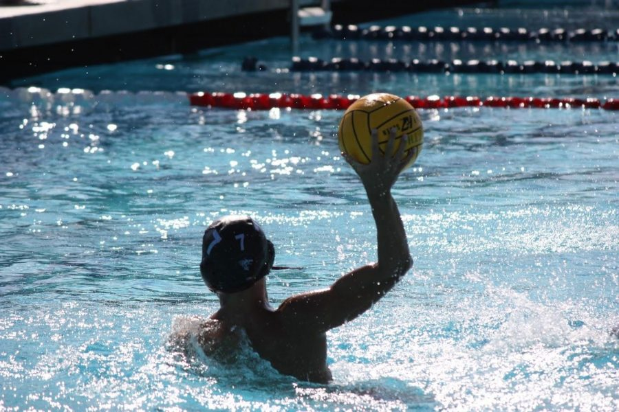 Boys%27+water+polo+is+not+the+first+Foothill+team+to+manage+scheduling+difficulties%2C+as+Foothill+own+no+fields+or+gyms+for+teams+to+practice+at.+Credit%3A+Gabrialla+Cockerell+%2F+The+Foothill+Dragon+Press