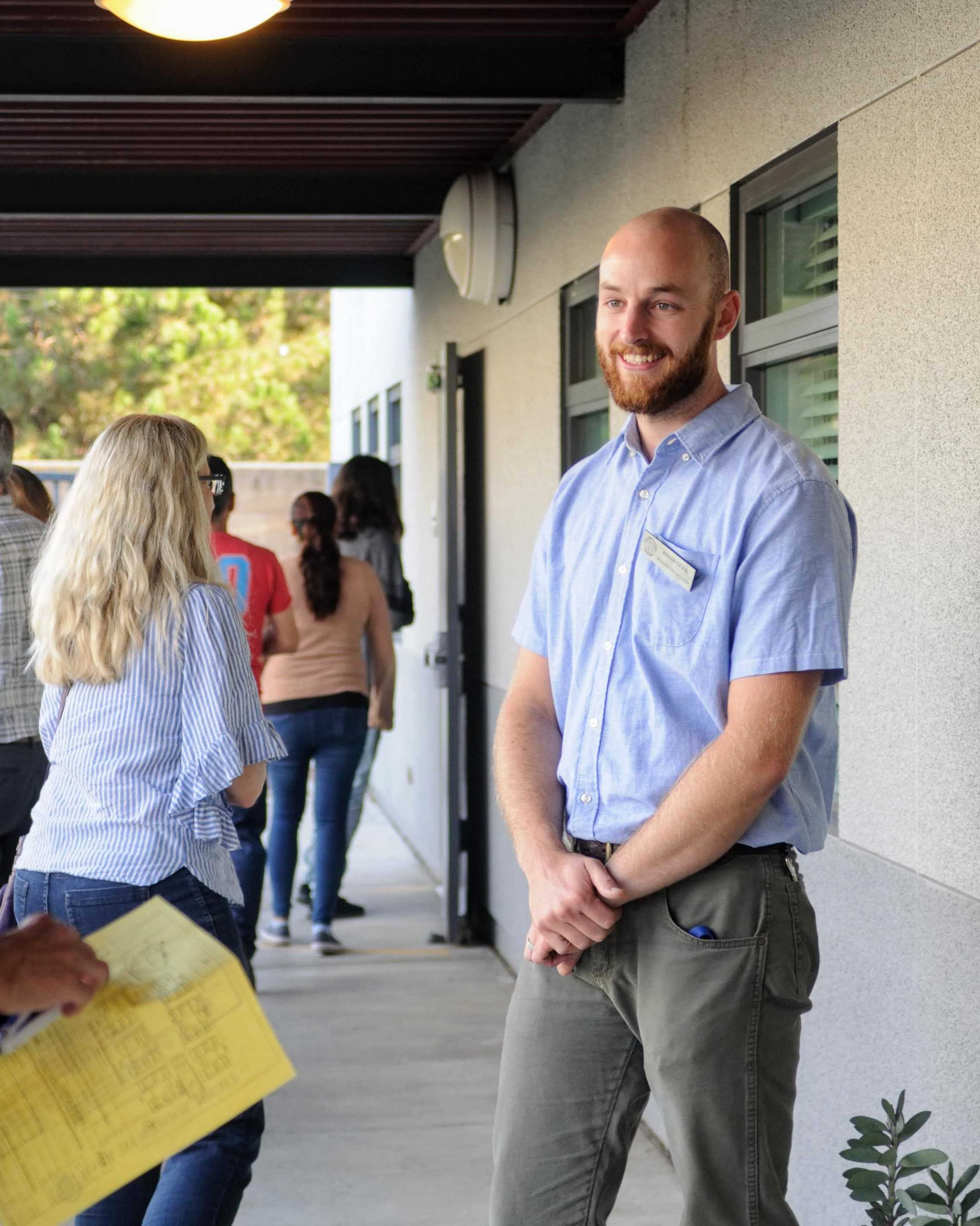 Señor Guzik greets parents as they enter his classroom.Credit: Muriel Rowley / The Foothill Dragon Press