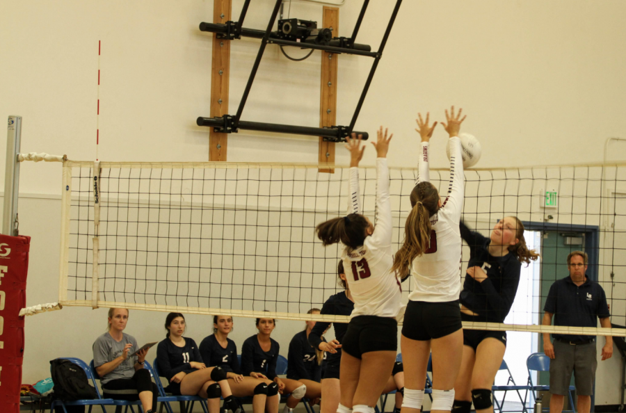 Haley+Higgins+%2719+and+Lexi+Donelly+%2721+jump+to+block+a+hit.+Credit%3A+Ethan+Crouch+%2F+The+Foothill+Dragon+Press