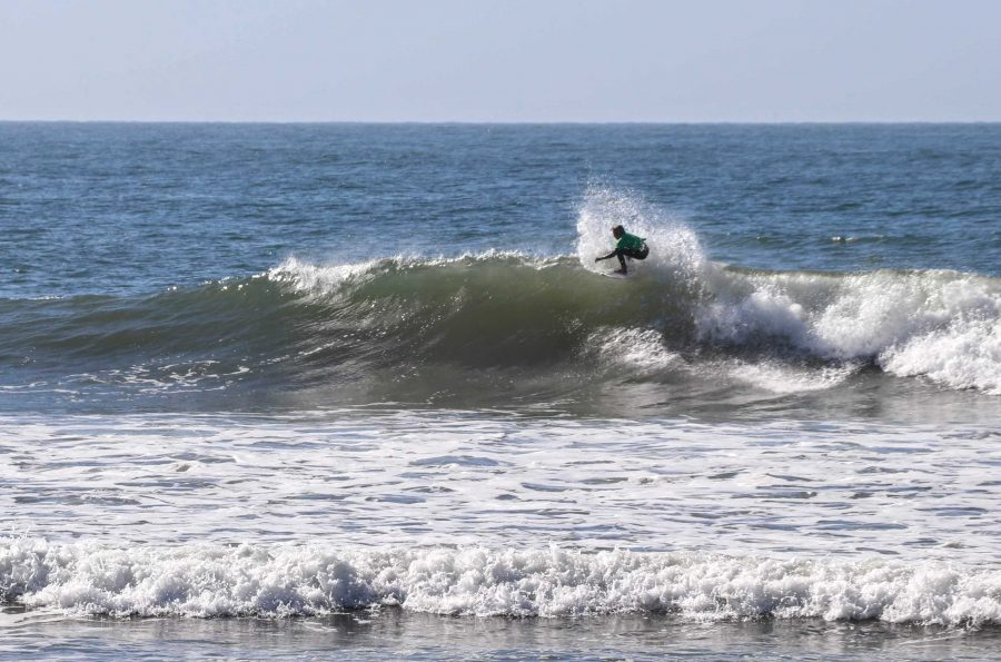 Surfer+in+green+does+a+re-entry+as+he+rides+a+right+hander.+Credit%3A+Olivia+Sanford+%2F+The+Foothill+Dragon+Press