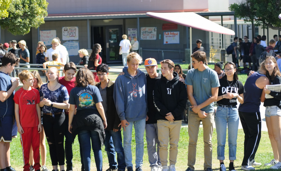 Students+gather+in+quad+to+participate+in+WE+clubs+questionnaire.%0ACredit%3A+Muriel+Rowley+%2F+The+Foothill+Dragon+Press