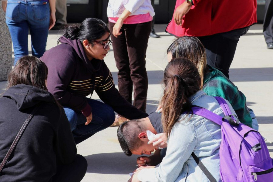 Cal Lutheran students hold one another up. Credit: Olivia Sanford / The Foothill Dragon Press