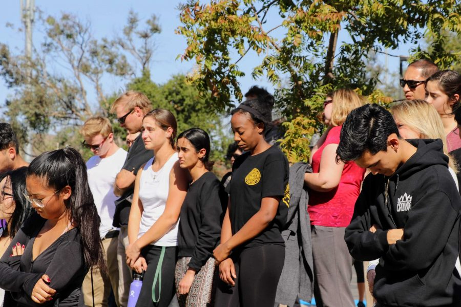 Students bow their heads to show respect for the 12 innocent lives lost. Credit: Olivia Sanford / The Foothill Dragon Press