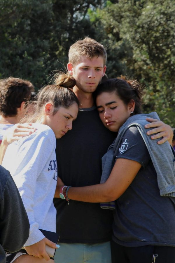 Students share support in an unthinkable time. Credit: Olivia Sanford / The Foothill Dragon Press