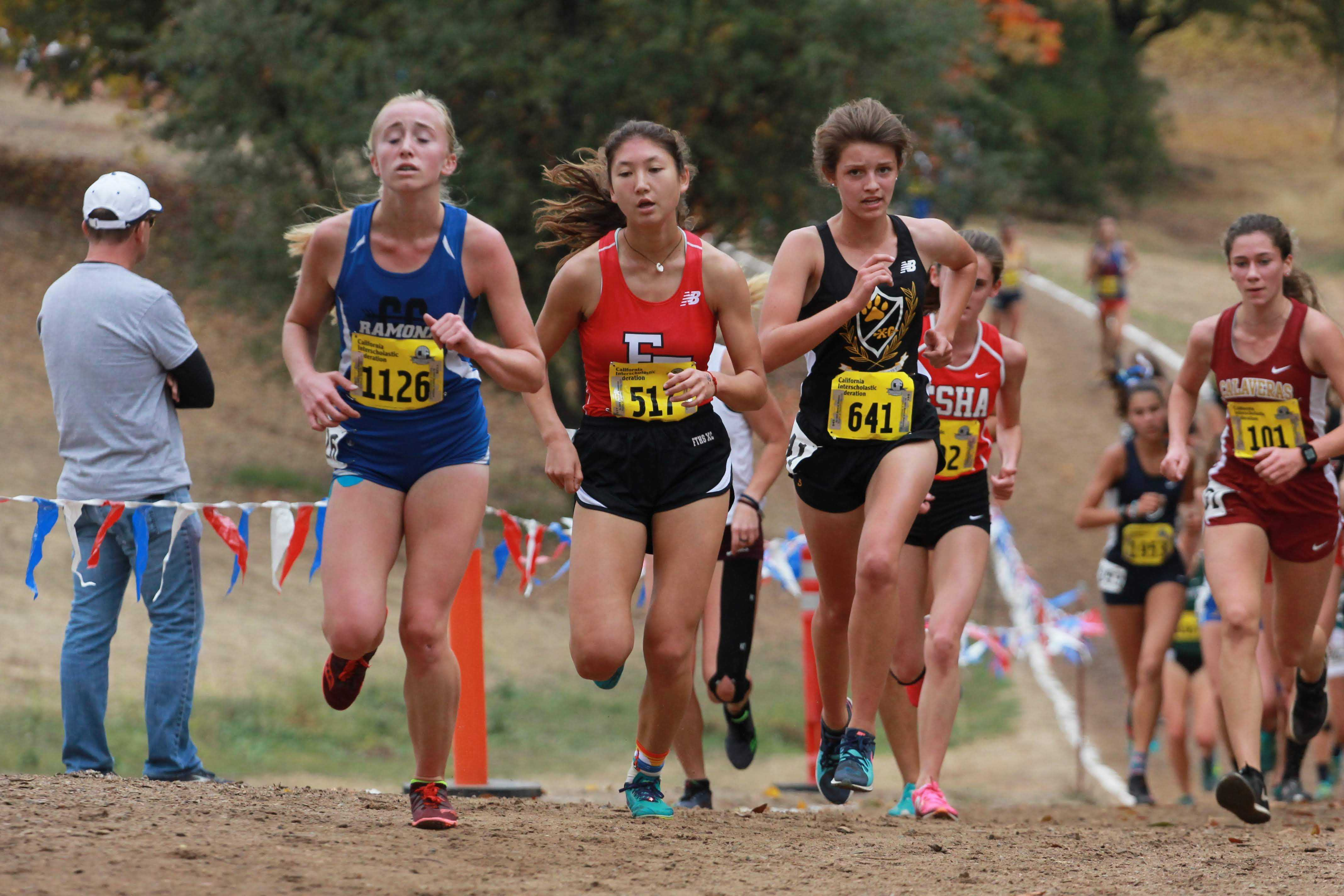 Hana Vrablik works against her teammates up towards the two-mile marker. Credit: Jocelyn Brossia / The Foothill Dragon Press